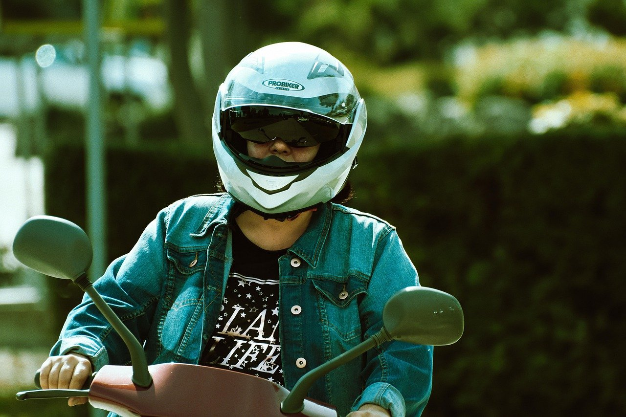Hawaii laws state that minors need to wear helmets when riding scooters